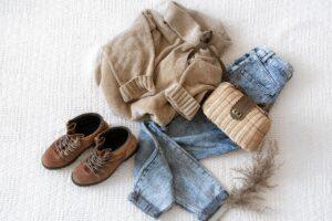 Moda na spodnie z wysokim stanem – jak je wybrać?